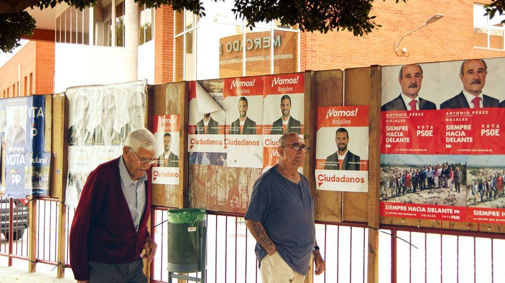 Foto: Carteles electorales en Rojales. (Antonio Trives)