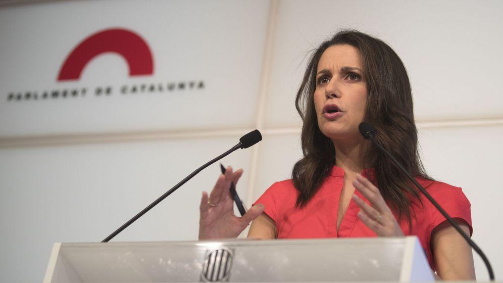 Foto: Inés Arrimadas, durante un acto público en el Parlament. (EFE)