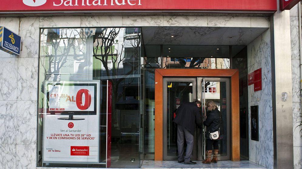 Foto: Fotografía de archivo de una sucursal del Banco Santander. (EFE)