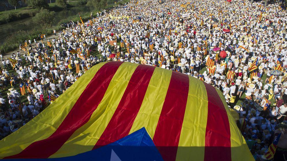 Foto: La manifestación independentista bajo el lema 'A punt' organizada por Òmnium Cultural y la ANC en 2016. (EFE)