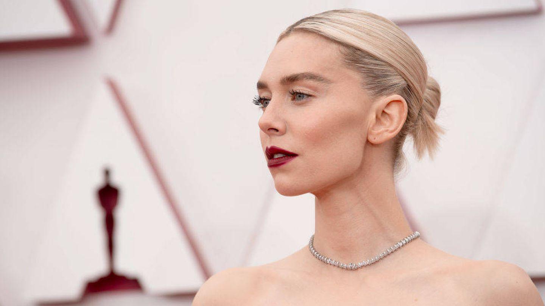 El look 'cold' de Vanessa Kirby en los Oscar 2020. (Getty)