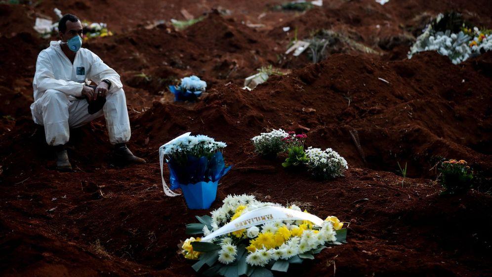 Foto: Las doce horas agónicas de un sepulturero en el mayor cementerio de brasil