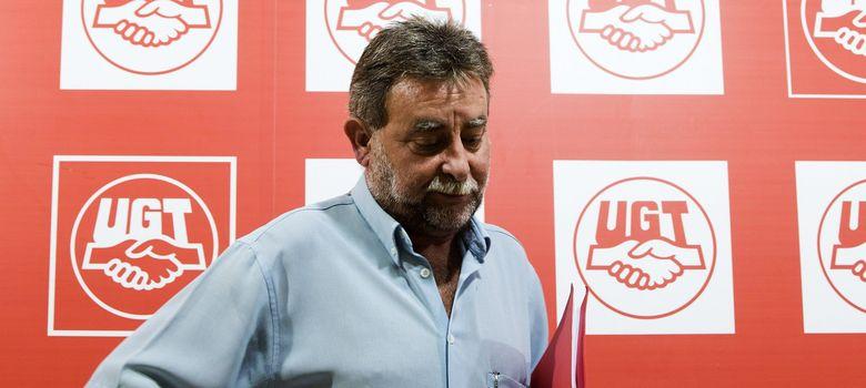 Foto: El secretario de UGT Andalucía, Francisco Fernández, durante la rueda de prensa (Efe)