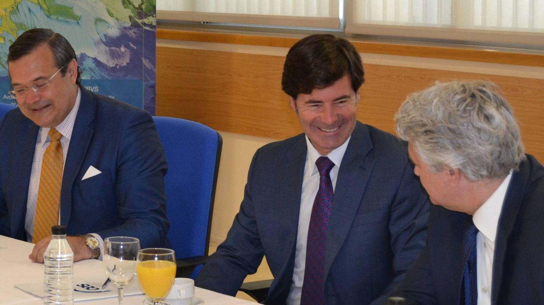 Miguel Rus (centro), presidente de la patronal CES. (Fundación San Pablo CEU)