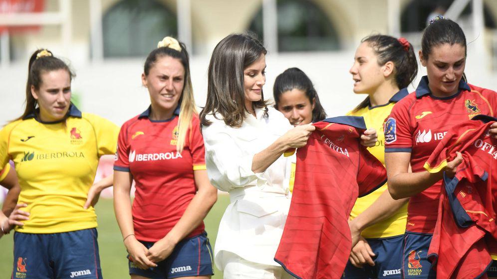 Foto: La Reina con la Selección Nacional Femenina de Rugby 7. (Limited Pictures)