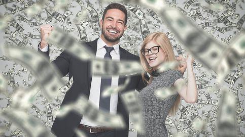 Una pareja gana 125 millones a la lotería y comparte el premio con sus vecinos