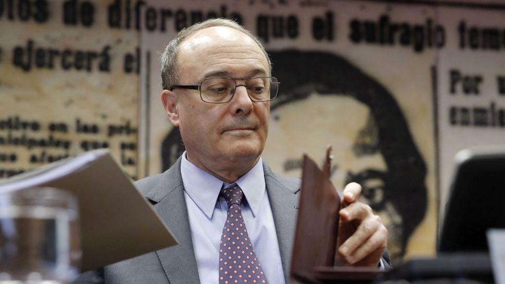 Foto: El gobernador del Banco de España, Luis María Linde, en el Senado (Efe)