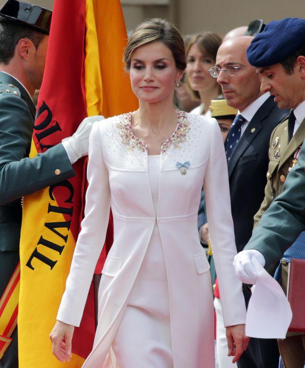 Foto: Los lectores de 'Vanitatis' califican con un insuficiente el look de la Reina en su acto con la Guardia Civil