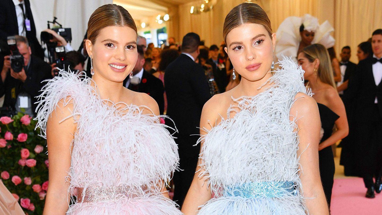 Las gemelas Iglesias en la alfombra rosa.  (Getty)