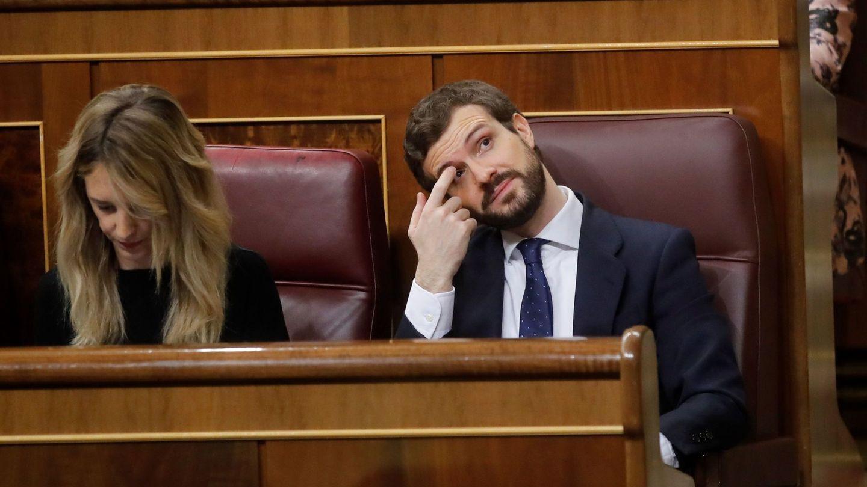 El líder del Partido Popular (PP), Pablo Casado (d), y la portavoz del partido en el Congreso, Cayetana Álvarez de Toledo (i). (EFE)