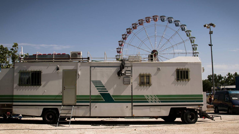 Una de las caravanas donde viven los feriantes.