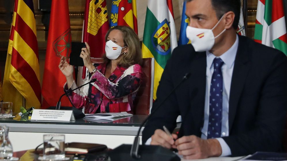 Foto: El presidente del Gobierno, Pedro Sánchez, y la vicepresidenta Nadia Calviño. (EFE)