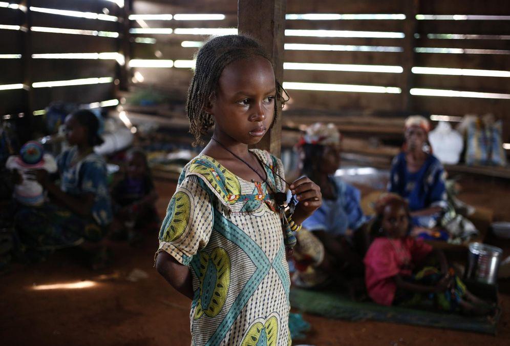 Foto: Una niña musulmana desplazada por los combates en una vivienda en la ciudad de Boda, el 15 de abril de 2014 (Reuters).