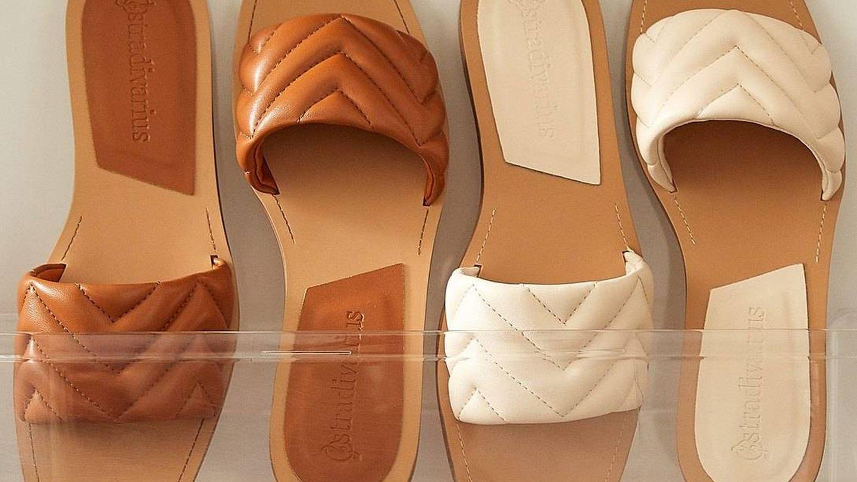 Sandalias de Stradivarius. (Cortesía)