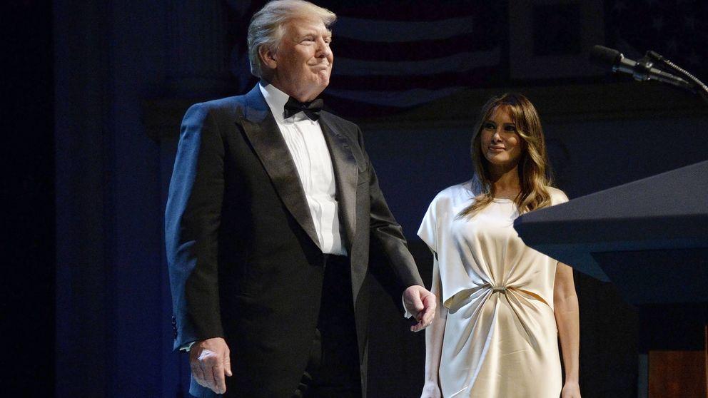 Melania Trump no acierta con un desfavorecedor vestido camisón