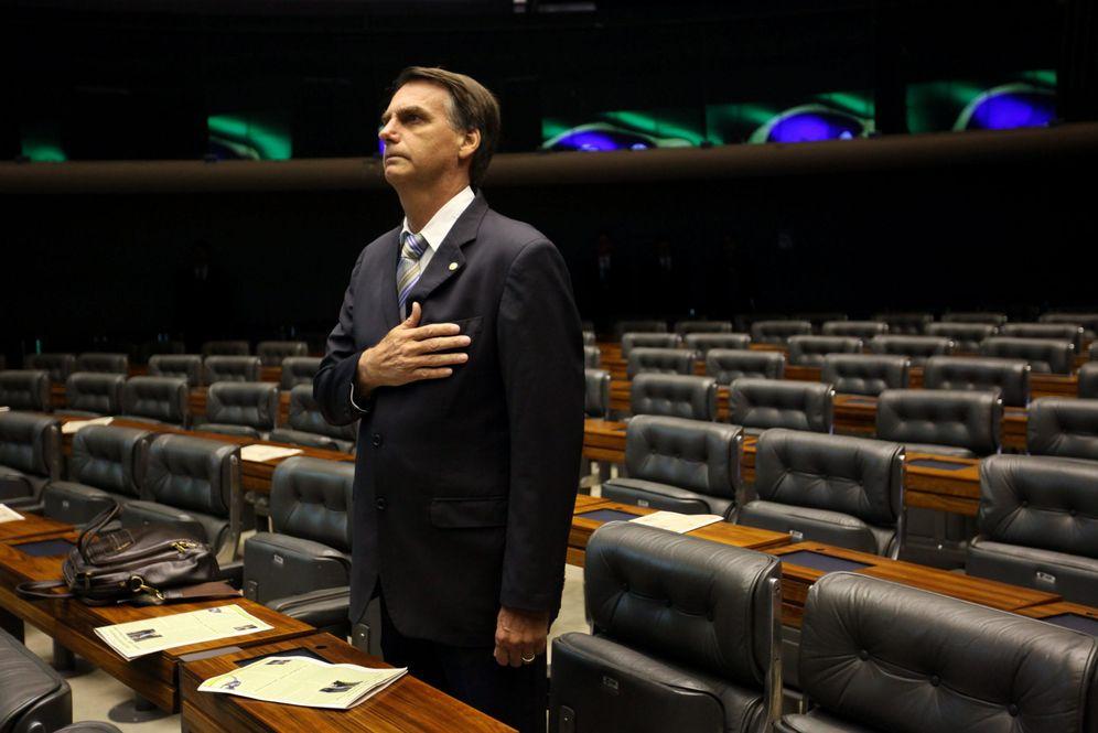 Foto: Jair Bolsonaro, un reconocido defensor de la dictadura, en un sesión de la Cámara de Diputados de Brasil. (EFE)