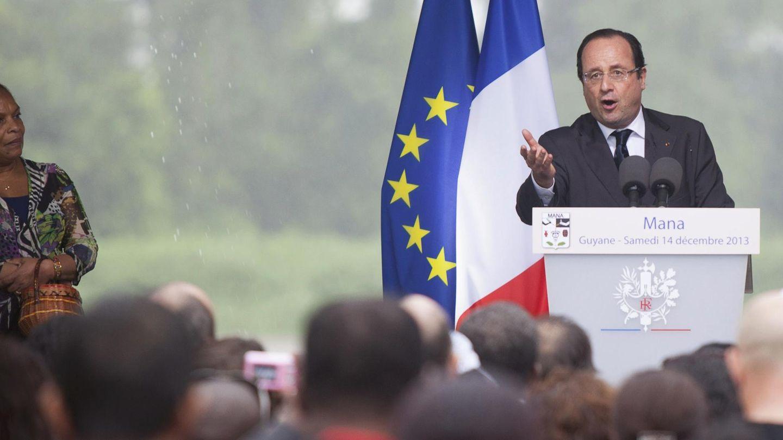 Hollande durante una conferencia junto a la ministra Taubira (Reuters).
