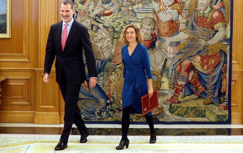 Foto: El rey Felipe VI recibe a la presidenta del Congreso, Meritxell Batet, quien le comunica la composición de la Cámara en la XIII legislatura, en el Palacio de La Zarzuela. (EFE)