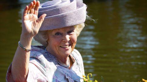 A la abdicación, viruelas: la reina Beatriz de Holanda se echa un novio más joven