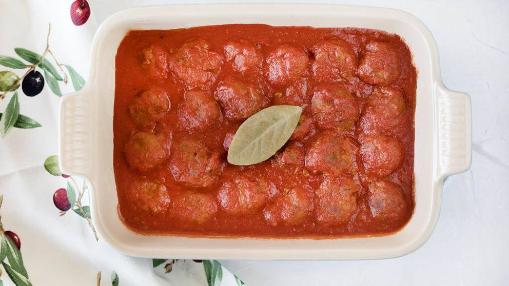 Vídeo-receta: albóndigas en salsa de tomate para hacer en el horno