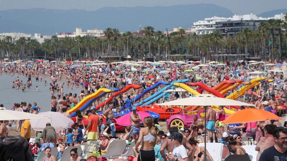 Foto: Aspecto de una playa de Levante de Salou esta Semana Santa. (EFE)