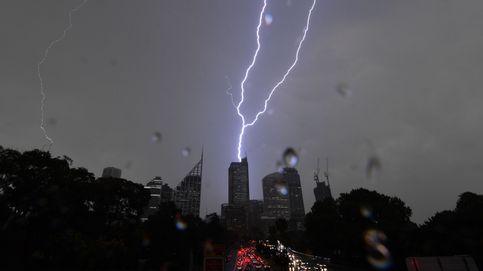 El Papa visita Tailandia y tormenta eléctrica en Sídney: el día en fotos