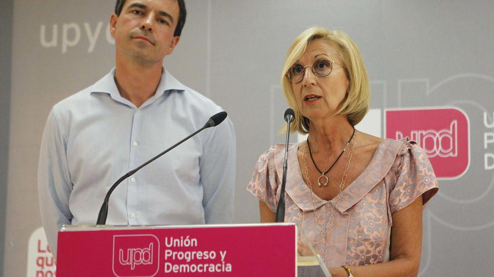 Foto: La que fuera fundadora de UPyD, Rosa Díez, y su sucesor en el partido, Andrés Herzog. (EFE)