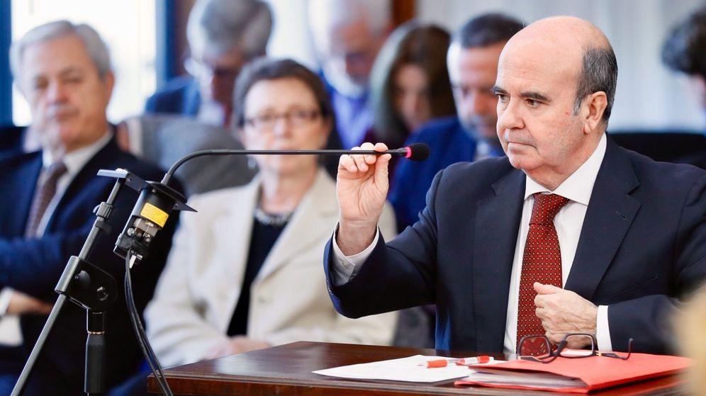 Foto: El exconsejero de Presidencia de la Junta de Andalucía, Gaspar Zarrías, durante su declaración en el juicio de los ERE (EFE).