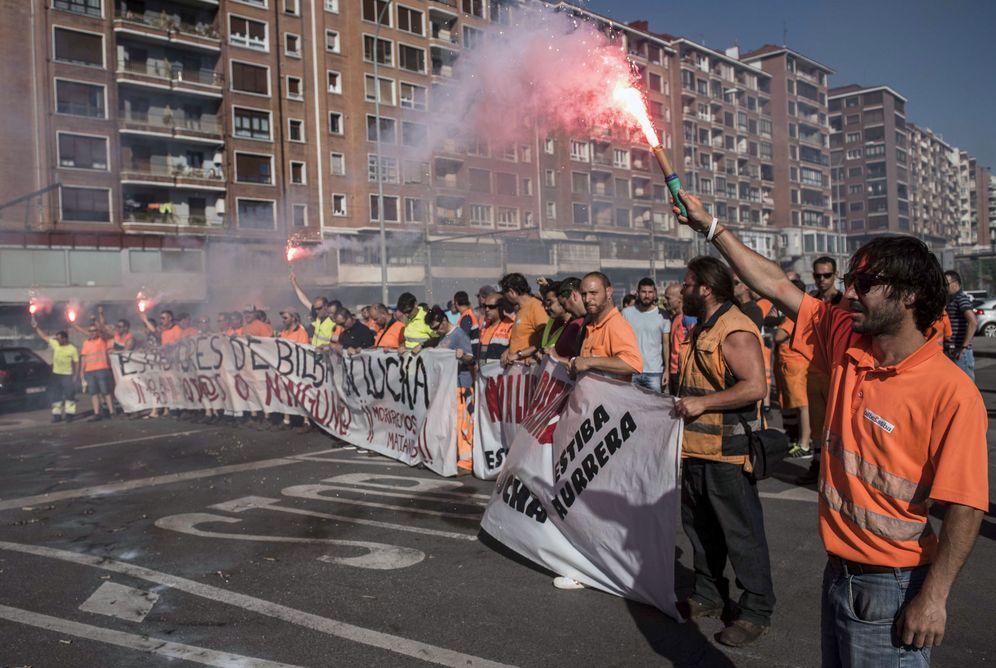 Foto: Los estibadores deberán decidir si desconvocan las huelgas tras la contrapropuesta de Anesco. (EFE)