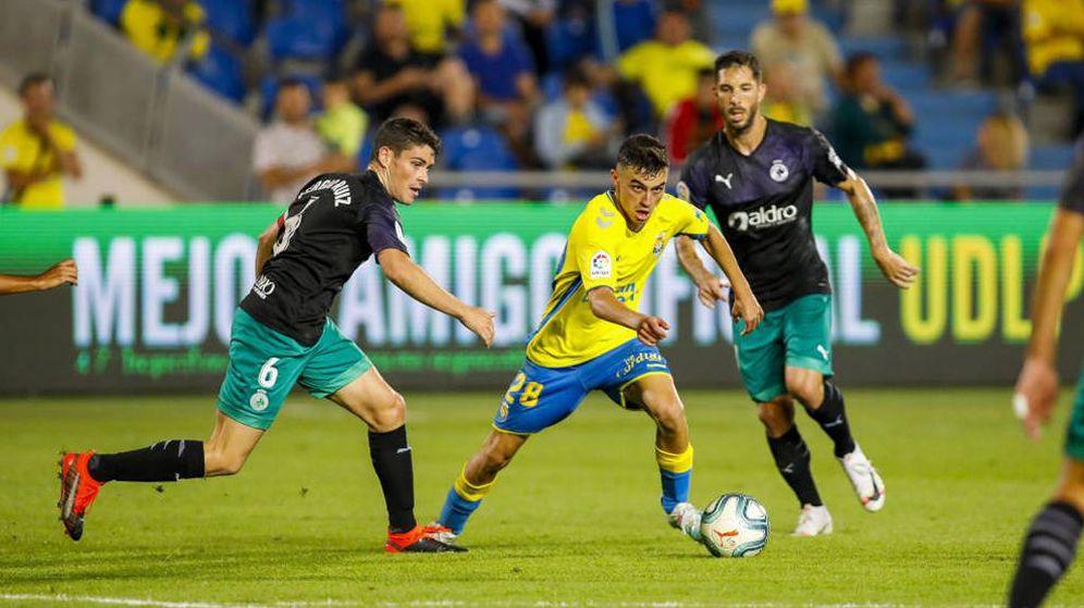 Foto: Pedri en un partido contra el Racing. (UD Las Palmas)