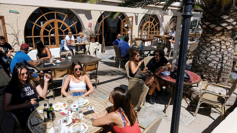 Terraza de un bar en Ibiza. (EFE)