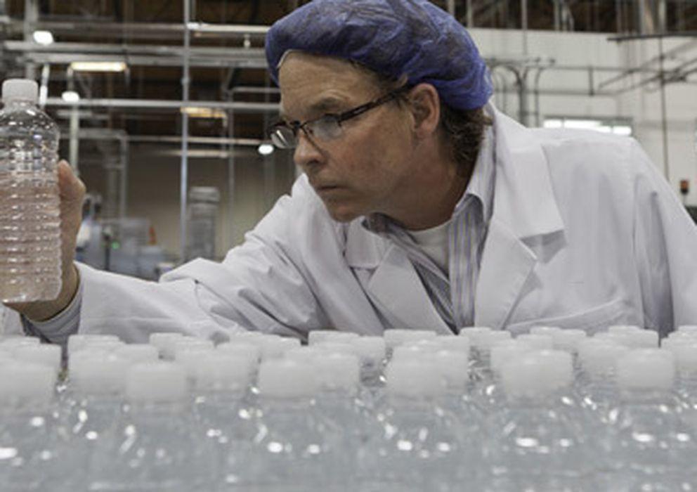 Foto: La reutilización continuada de botellas de plástico hace que se filtren sustancias nocivas utilizadas para su fabricación. (Corbis)