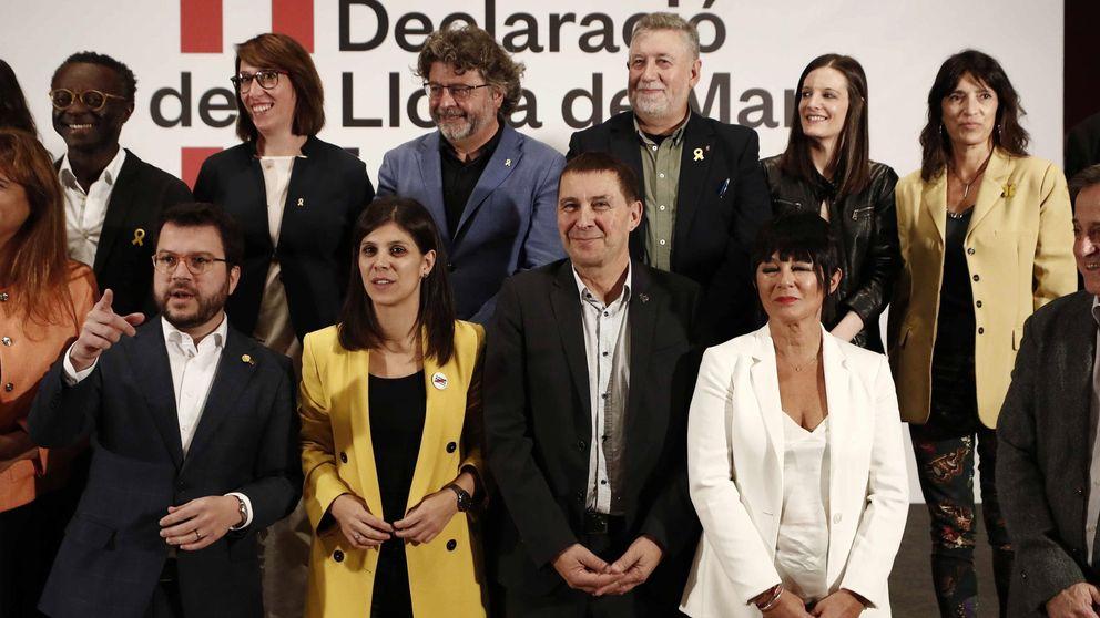 Otegi suelta la serpiente de la paz en Cataluña