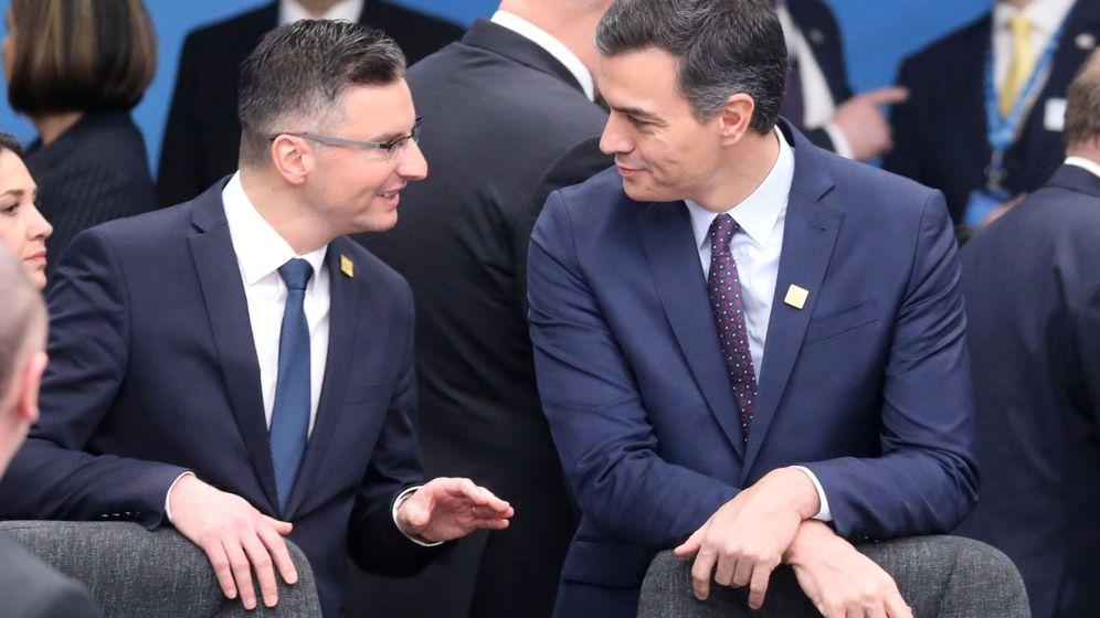 Foto: Marjan Sarec junto a Pedro Sánchez. (Reuters)