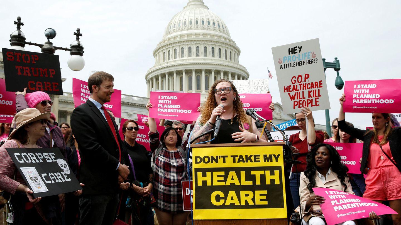 Protestas frente al Capitolio durante la votación de la nueva Ley de Asistencia Sanitaria Americana, que buscaba eliminar gran parte del Obamacare, el 4 de mayo de 2017. (Reuters)