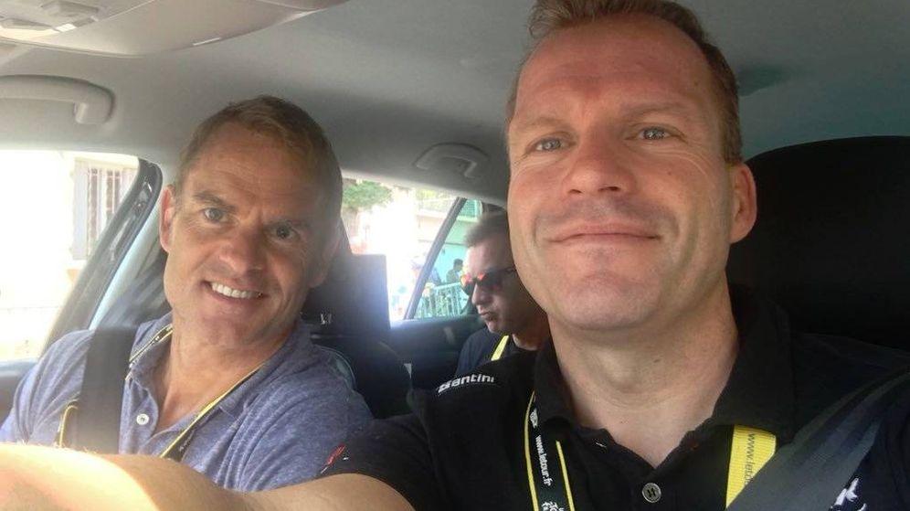 Foto: De Jongh (d), junto al exfutbolista Frank de Boer, en el pasado Tour. (@stevendejongh)