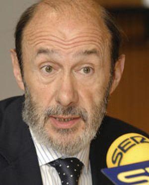 """Rubalcaba cree que el Rey dijo """"lo que piensa"""" cuando opinó sobre Zapatero"""
