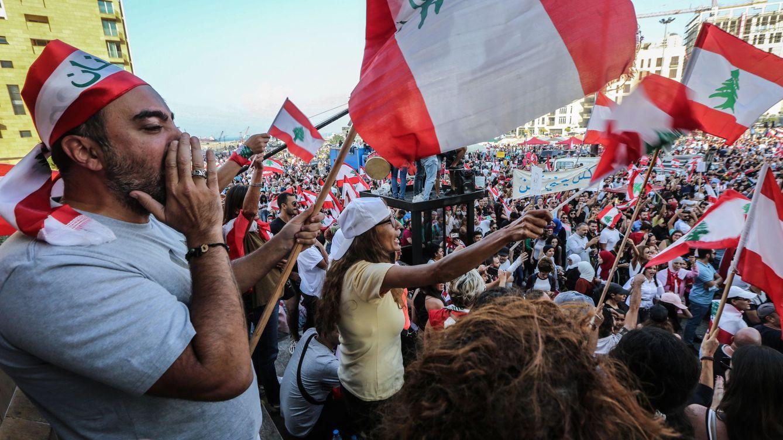 La revolución del WhatsApp prende en Líbano: ¿Qué piensan, que somos idiotas?