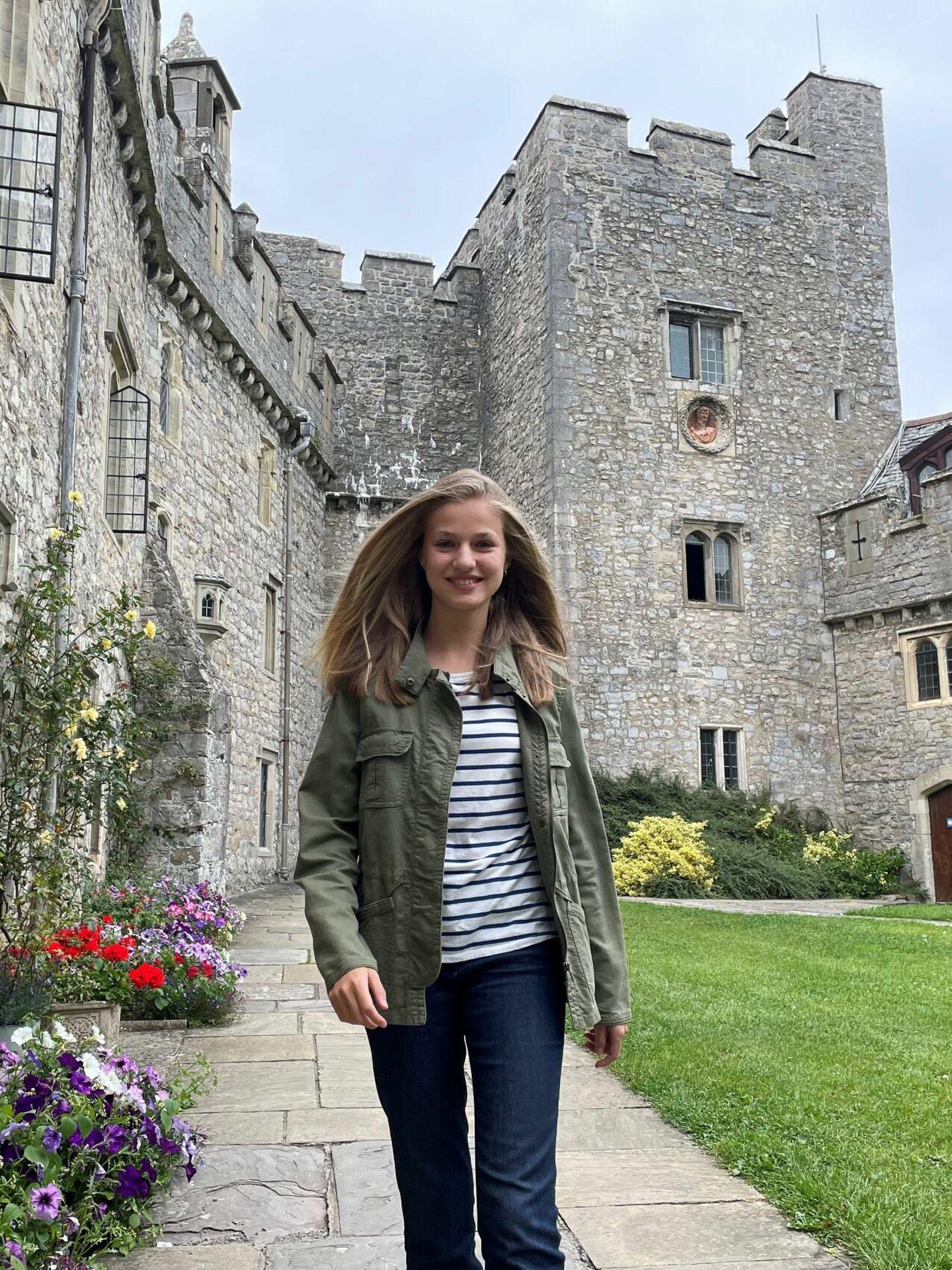 La princesa Leonor, a su llegada a Gales. (Casa de S. M. el Rey / EFE)