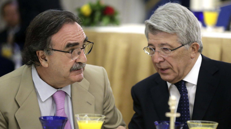 Blas Herrero (i) y el presidente del Atlético de Madrid, Enrique Cerezo, en una imagen de archivo. (EFE)