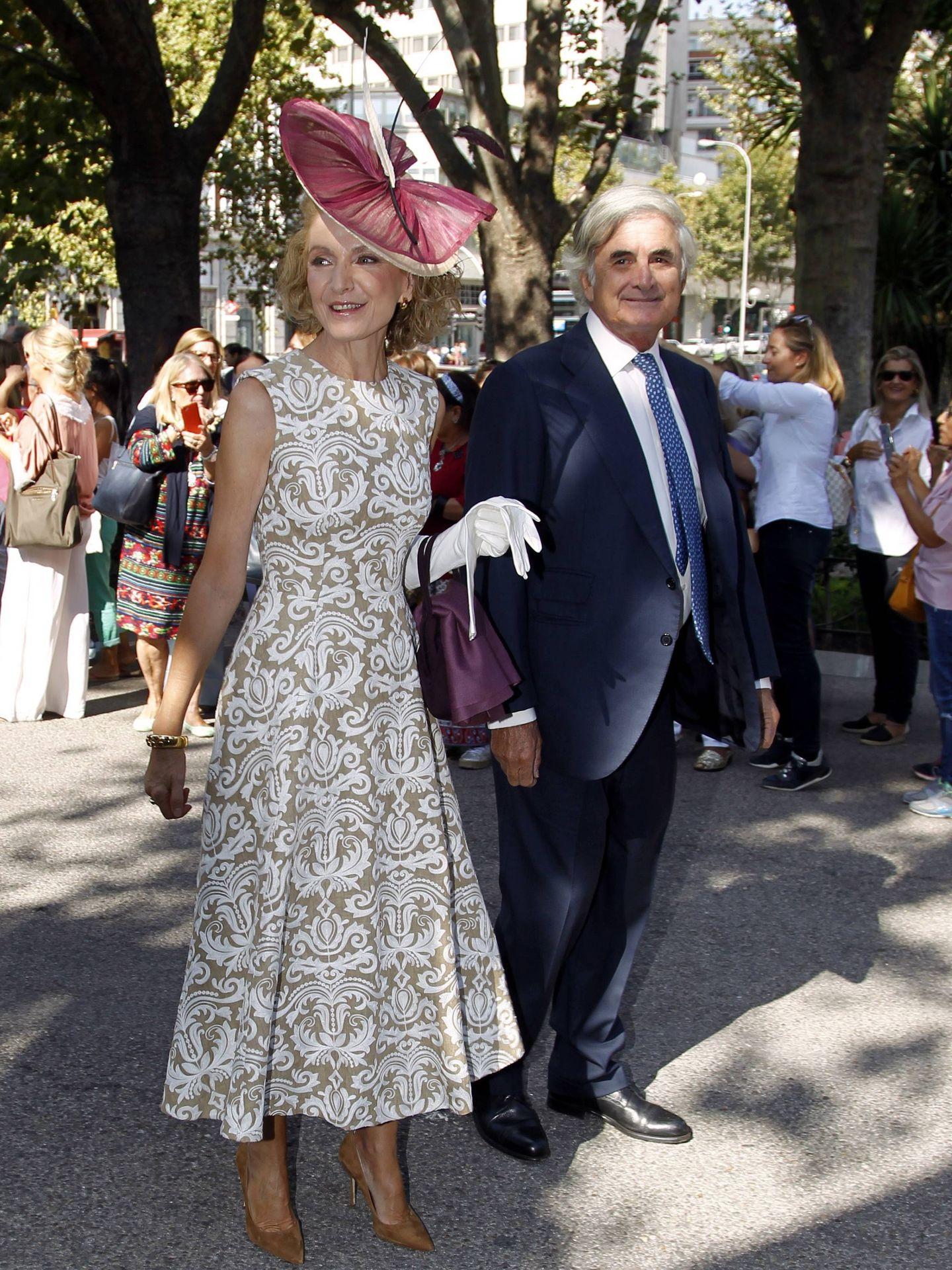 Pilar Medina Sidonia, con el marido de Esperanza Aguirre, Fernando Ramírez de Haro. (CP)