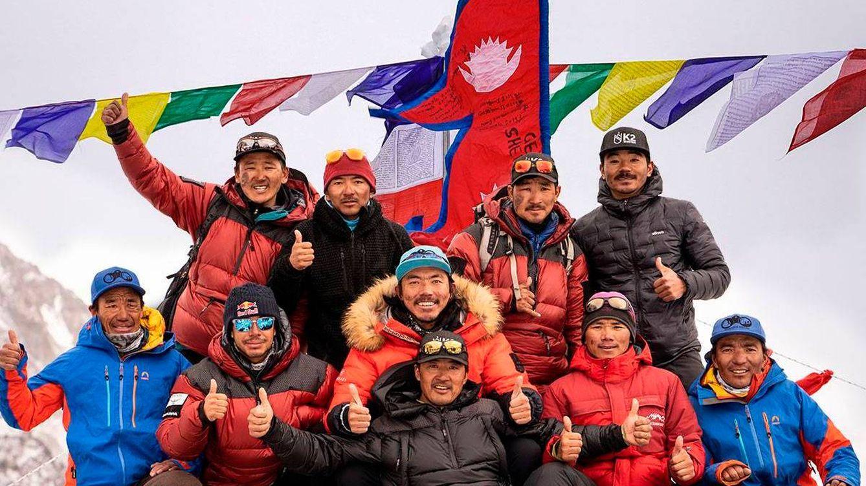 Cómo los 'sherpas' han pasado de ser mano de obra barata a una industria de alta montaña