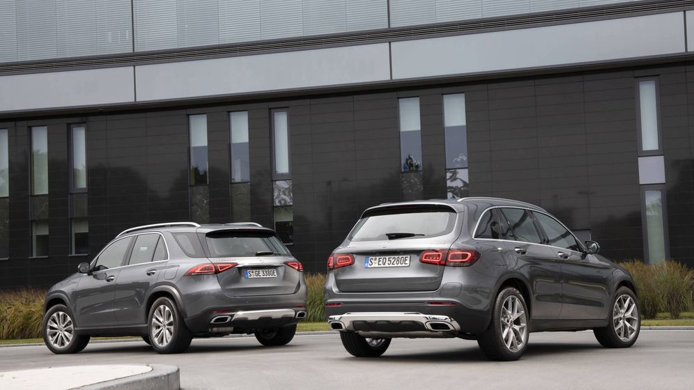 Foto: Los nuevos todocamino de Mercedes EQ Power, el GLE 350de a la izquierda y el GLC 300e a la derecha, destacan por su gran eficiencia.