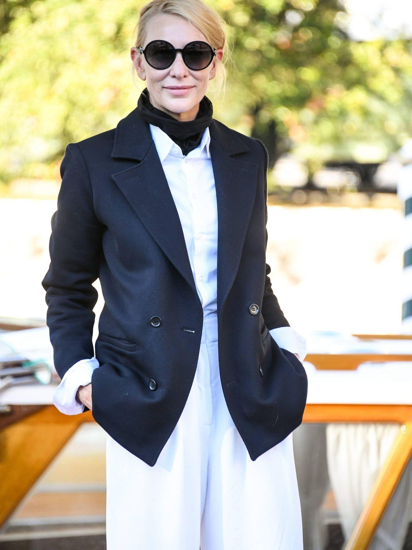 Detall de la camisa y el cuelo del look de Cate Blanchett. (Cordon Press)