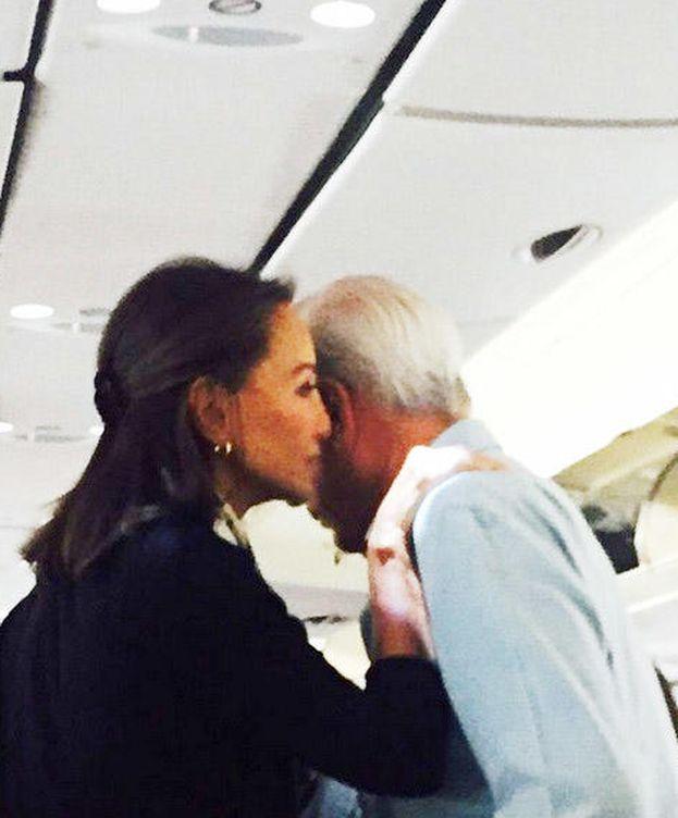 Foto: Imagen de la pareja en el avión de camino a NY (Instagram)