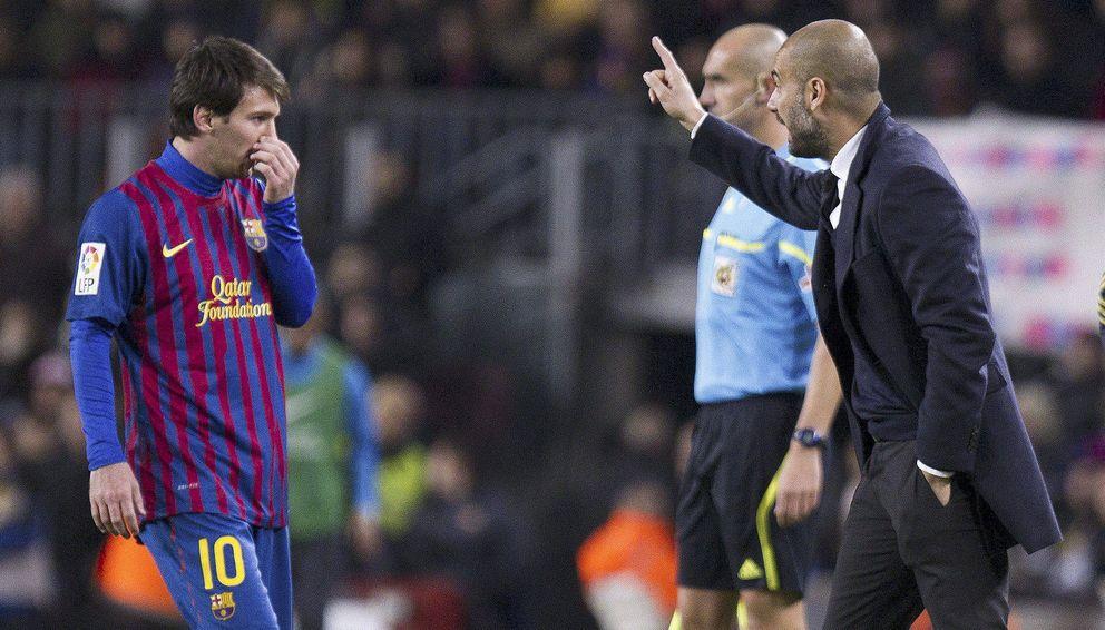 Foto: Guardiola da instrucciones a Messi (EFE)