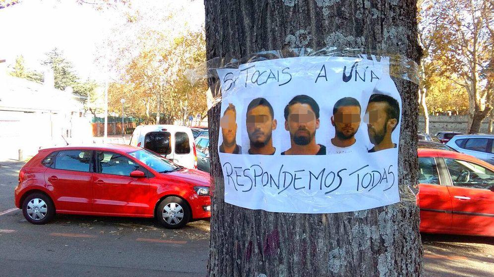 Foto: Cartel contra los integrantes de 'La manada' en las calles de Pamplona. (EC)