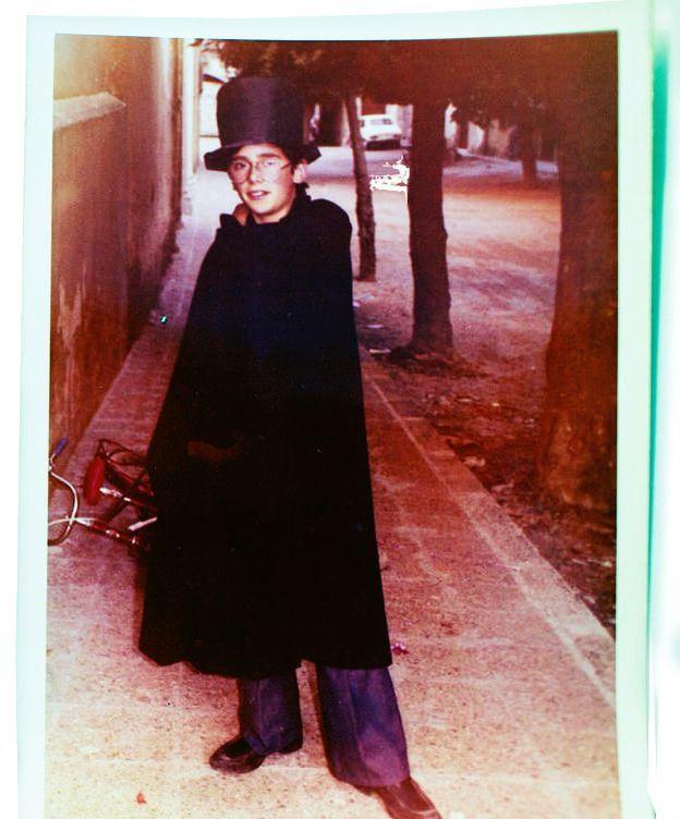 Foto: Fotografías de Carles Puigdemont durante su infancia en Amer. (Guillem Sartorio)