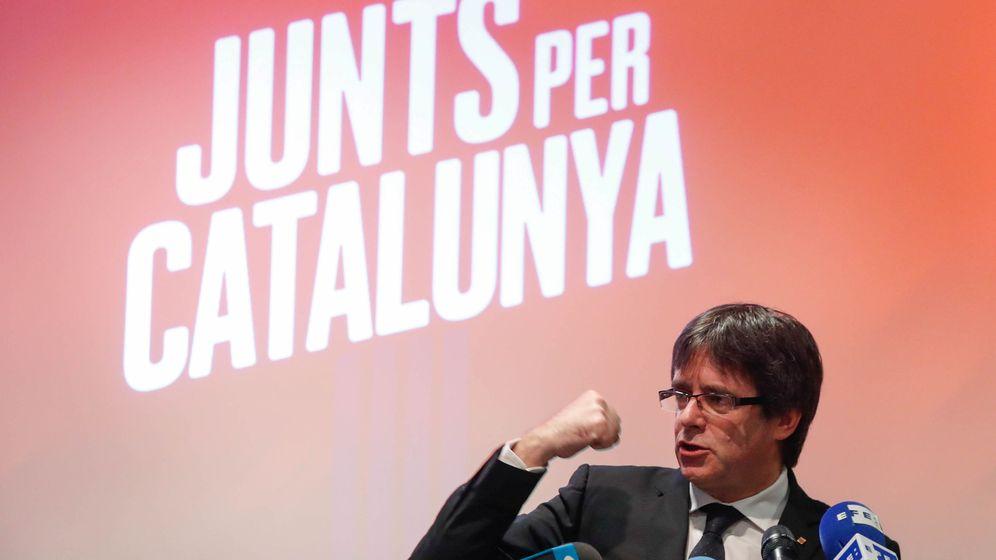 Foto: El expresidente catalán Carles Puigdemont presenta JxCAT en Oostkamp, en las afueras de Brujas (Bélgica). (Reuters)