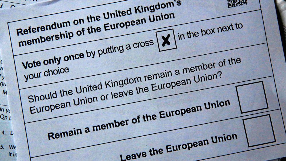 Foto: Papeleta del referéndum del 23 de junio en el que los británicos escogerán entre permanecer o salir de la Unión Europea. (Reuters)